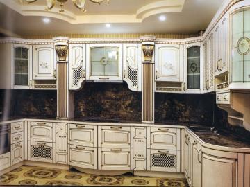 Кухня П-образная  210х240х210см  фасад Массив Ясеня Т512/115-(БЕРТА)